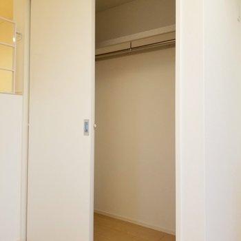 収納だってしっかりありますよ。※写真は2階の反転間取り別部屋のものです
