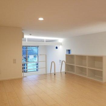 小さな棚まで付いてきてしまいます。※写真は2階の反転間取り別部屋のものです
