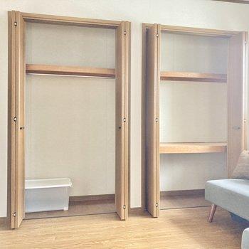 収納は2箇所。横幅はありますが、奥行きはあまりないタイプ。(※写真の家具小物は見本です)