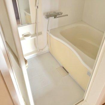 お風呂はサーモ水栓で使い勝手も◎