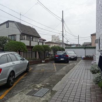 駐輪場・駐車場ありますよ
