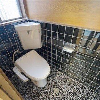 おトイレはウォシュレット付き。