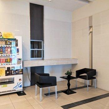 エントランスホールはホテルみたい。自動販売機うれしいね。
