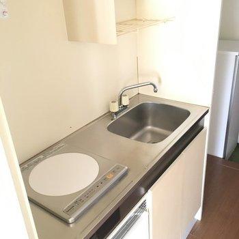 キッチンはコンパクト&シンプルに※写真は4階の同間取り別部屋です
