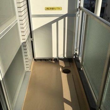 バルコニーへ出てみた※写真は4階の同間取り別部屋です