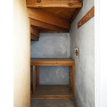 階段下はもちろん収納!