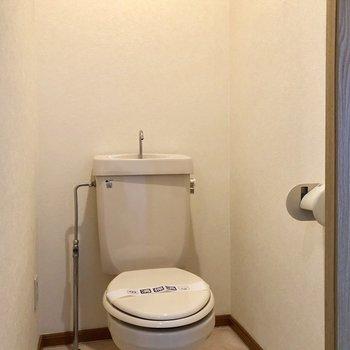 トイレはシンプルタイプ!マットなどで温度は調節しましょう。