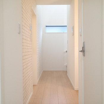 この廊下の奥に、、、