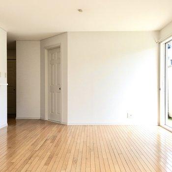 お部屋に合わせて白い家具をおけば統一感が出ますよ。