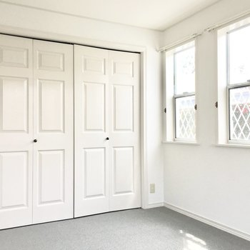 洋室②】3面窓で風通しもバッチリ◎