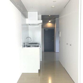 キッチンスペースは廊下部分に