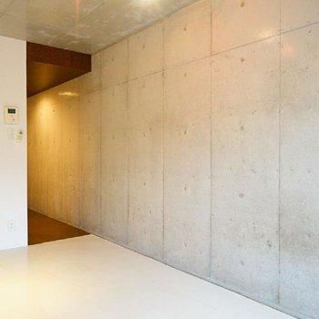 コンクリの壁です♪※写真は3階の同間取り別部屋