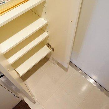 ちゃんと靴箱もありました。※写真は3階の同間取り別部屋