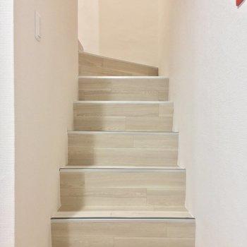 階段を登って2階へ行ってみましょう〜