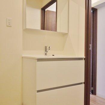 洗面台もお洒落デザイン。