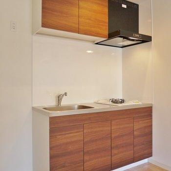 wood調のキッチンが良い感じ♪
