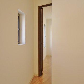 部屋の置くに怪しい空間が・・・。
