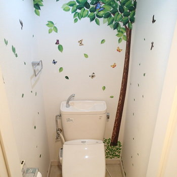 トイレにはなぜが木が生えていました。※写真は前回募集時ものです。