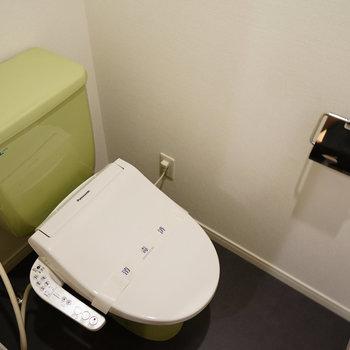 トイレはウォシュレットを新しく※写真は前回施工のお部屋