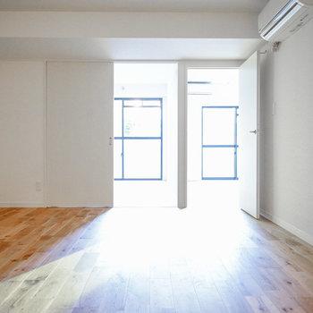 すーっと伸びる無垢床は見ているだけでも心地良い※写真は前回施工のお部屋