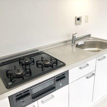 充実しているキッチン設備◎ ※写真はクリーニング前のものです