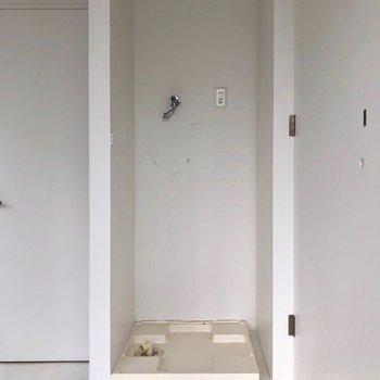 キッチン横に洗濯機置場があります。