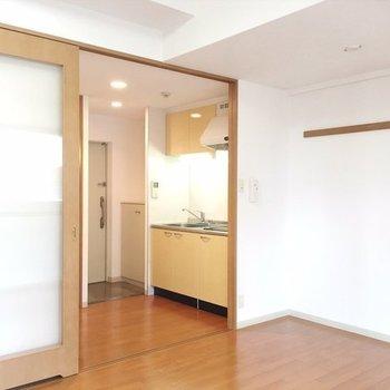 とてもシンプルだけれど落ち着くお部屋。 ※写真は同間取り別部屋