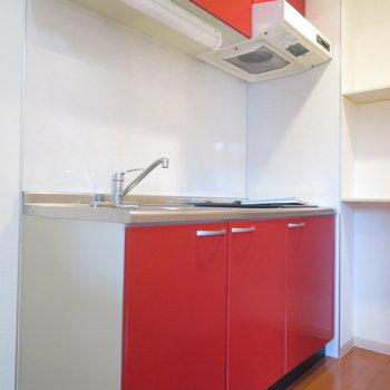 冷蔵庫スペースに奥には棚も※写真は4階の同間取り別部屋のものです