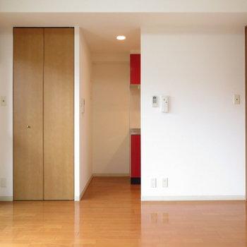 チラッと赤いもの、、、※写真は4階の同間取り別部屋のものです