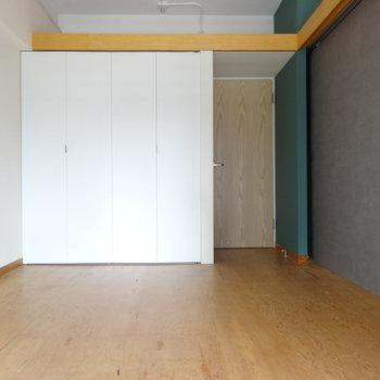 こちらはリビング横の洋室です。引き戸で仕切っても狭さはありません。