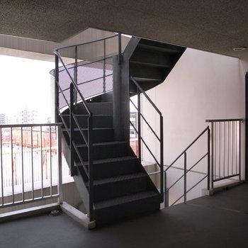 らせん階段のような感じですね。