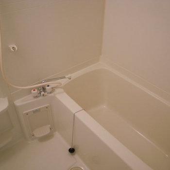 シンプルなお風呂です。※画像は別室です