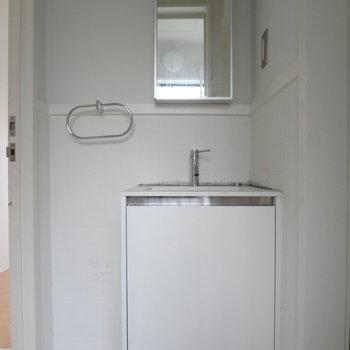 洗面台はコンパクトに。