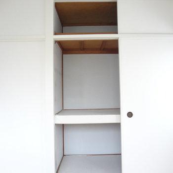 おお!かなりの大容量。上の棚も使っちゃいましょう!