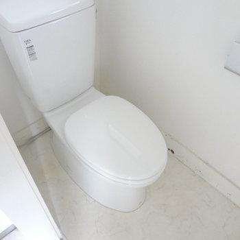 トイレは広くてきれいだな。