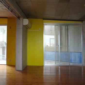 黄色い壁がかわいいな♪