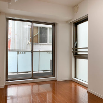 窓が多いと換気面や採光にグッド。※写真はクリーニング中のものになります。