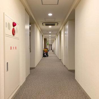 お部屋前の共用部は上質なホテルのよう。