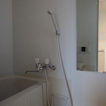 お風呂は小さめです。※写真は前回募集時のものです