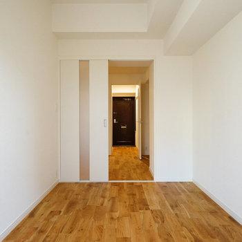 5.5帖の寝室、シンプルで使い勝手◎
