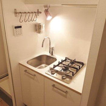 2口ガスのTOMOSキッチンに※写真はイメージです