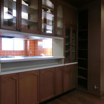 キッチン周りの棚