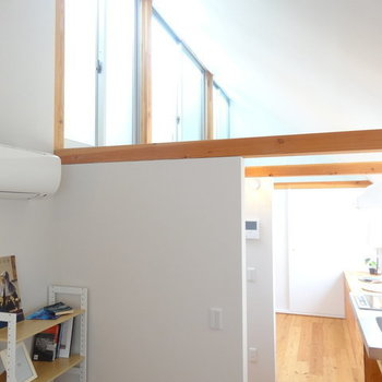 勾配天井にサンサンと日差し ※写真は前回募集時のものです