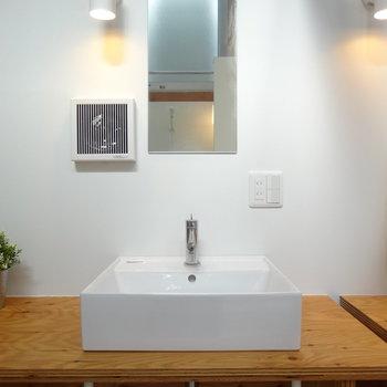 洗面台はシンプルでいい感じ
