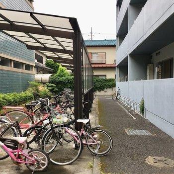 駐輪場、バイク置き場もありますよ〜