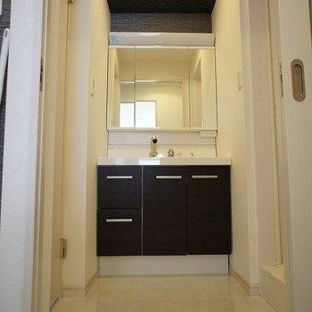 きれいな独立洗面台※写真は別室、同タイプになります。