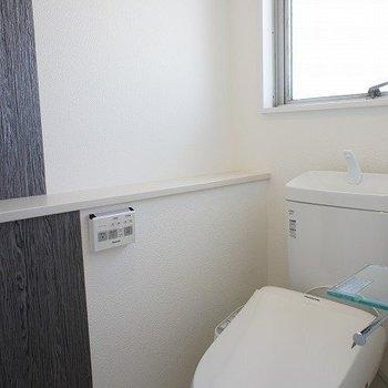 光さすトイレですね※写真は別室、同タイプになります。