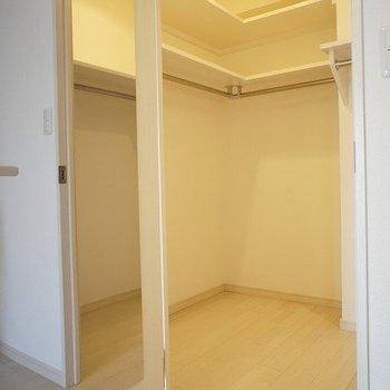 広々ウォークインクローゼット※写真は別室、同タイプになります。