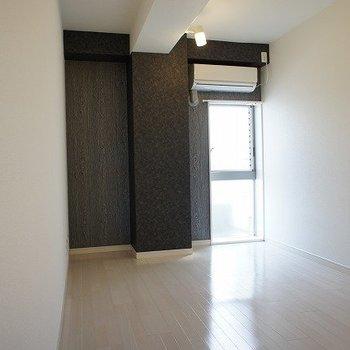 洋室もいい雰囲気※写真は別室、同タイプになります。