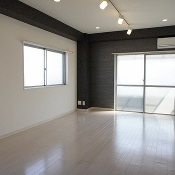 いい雰囲気のリビングダイニング※写真は別室、同タイプになります。